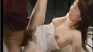 ヘンリー塚本エロ動画で万引きがバレてレイプされる人妻教師