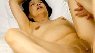 パイパン五十路熟女が不倫相手とアナルSEX!熟女エロ動画