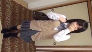 清楚な雰囲気の女子校生がまさか中出しSEXしてるJK援交動画