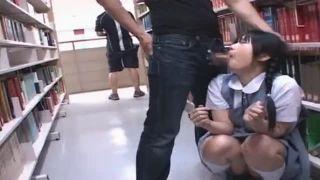 【JCレイプ動画】三つ編みツインテールの優等生JCが図書館でイラマチオ被害だぁーwプレイルームではマンコ全開の痴態を晒すぜぇー|おなコレ★シコれるアダルト動画