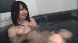 入浴中の妹JKをスマホ撮影する兄が勃起して近親相姦するエロ動画