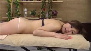 美女ギャルがエステのエロ施術SEXで絶叫エビゾリ痙攣する盗撮エロ動画