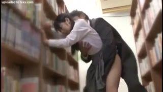 図書館でレイプされ立ちバック激パコに痙攣しながら座り込む制服JKエロ動画
