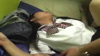 真面目訳アリJKが我慢顔でチンポ受け入れてる初援交SEX動画
