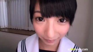 アニメ少女みたいな大きな瞳の可愛いJKがキモイ親父と濃厚ベロキスする援交エロ動画