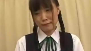 三つ編みロリっ娘JCが職員室でエロ教師ちに悪戯されるレイプ動画