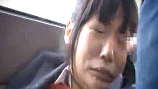 バス車内で痴漢に遭遇した美少女JKが悪戯され顔射されるエロ動画