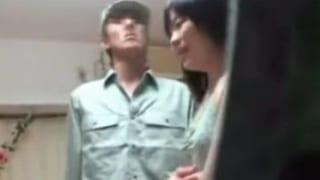 疑う事を知らない上京して間もない18歳の田舎娘が…レイプ動画
