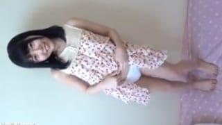 童顔で未成熟ボディのローリー娘を全裸にしてエッチな撮影会動画