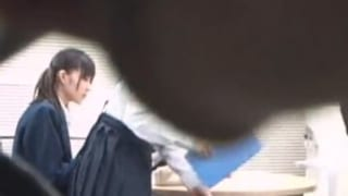 図書館で勉強中の真面目JKが痴漢集団に狙われ…JKレイプ動画