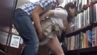 優等生JKが本屋の店員に媚薬チンポで犯され捲くるレイプ動画