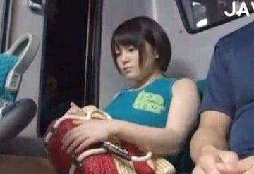 水着のままバスに乗っていた巨乳ギャルが痴漢されちゃうエロ動画wこれって自業自得だろぉーwww|おなコレ★シコれるアダルト動画