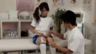 体育服jkが治療院のエロ先生に高速でパコられ大絶叫のエロ動画