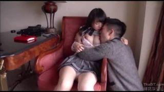こんなに可愛らしい女子高生が制服姿のままホテルでエッチしちゃう衝撃のセックス動画だぁーw