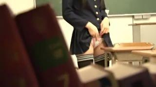 ツインテ眼鏡の優等生JKが縦笛使ってまさかのオナニーしてる盗撮動画