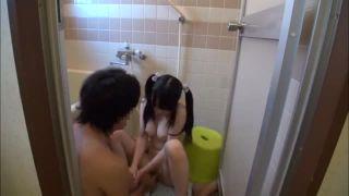 【個撮近親エロ動画】どうしてお兄ちゃんのオチンチン大きくなってるのw可愛いJC妹とお風呂に入って手コキ奉仕させる変態ロリ兄貴だぁー|おなコレ★シコれるアダルト動画