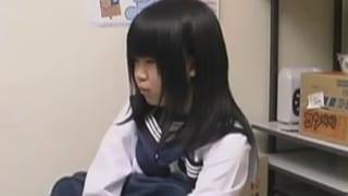 万引きした童顔女子高生が店長の言いなりでパコられる盗撮エロ動画