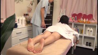 初心な女子高生が猥褻エステのスケベ施術で痙攣して感じるSEX動画