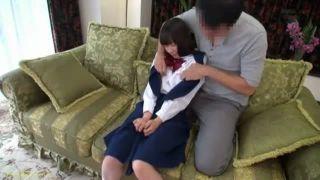 自宅に連込んだ制服JCにデカチン挿入激パコする変態親父のやばいSEX動画