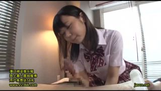 17歳の童顔女子高生が40歳おっさんのチンポをスケベ手コキで射精させるエロ動画