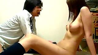 エッチなJKが童貞の同級生をパンチラ誘惑して騎乗位SEXするエロ動画