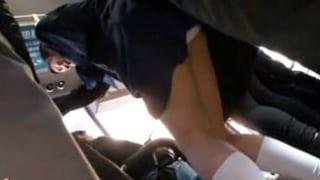 制服JKが痴漢集団に利尿剤を飲まされパス車内でおしっこ漏らすエッチ動画