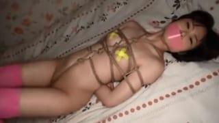 パイパンペチャパイのJC娘を縛り上げ悪戯しまくる緊縛調教エロ動画