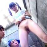 おませなJS美少女が男子同級生とおしっこ見せ合いし親に隠れてパイパンオマンコでチンポ素股抜き【ロリ系エロ動画】
