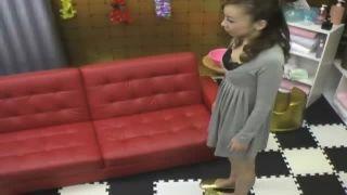 風俗に面接に来た美形ギャルを店員がセクハラ面接でエロ乳首イジイジ盗撮動画