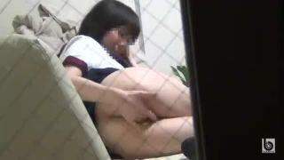 窓から隣人の素人娘たちのオナニー覗き隠し撮りした投稿エロ動画