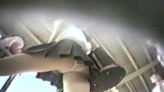 靴にカメラ仕込み電車内や駅ホームでJKパンチラをガチ盗撮隠し撮り動画